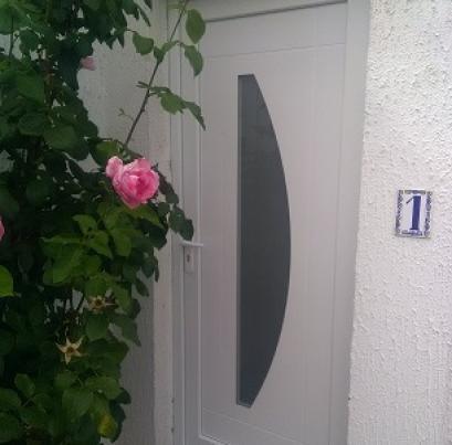 Rénovation d'une porte d'entrée PVC blanche avec vitrage sécurit-MEYZIEU