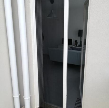 Moustiquaire coulissante en Aluminium pour porte fenêtre - VILLEURBANNE